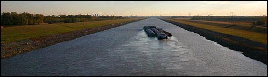 Mississippi River barge. Photo: Sarah van Schagen