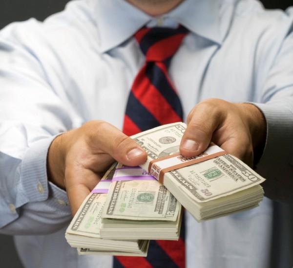 guy handing over money