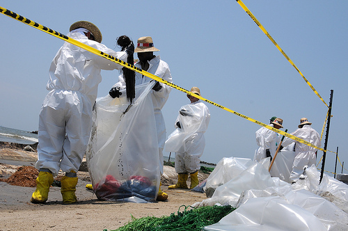 oil spill cleanup workers