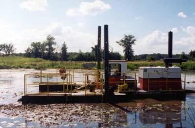 River dredging machine