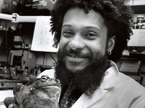 Tyrone Hayes with frog
