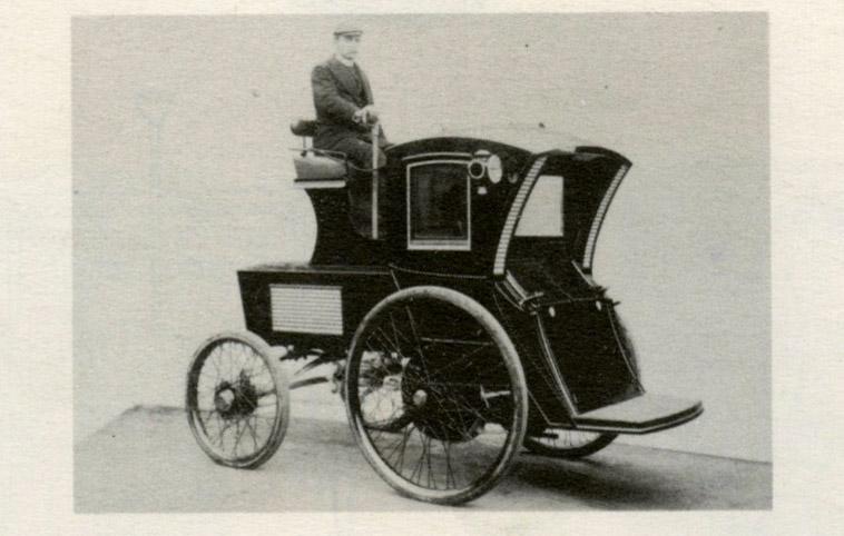 An electric cab in Manhattan, 1900.