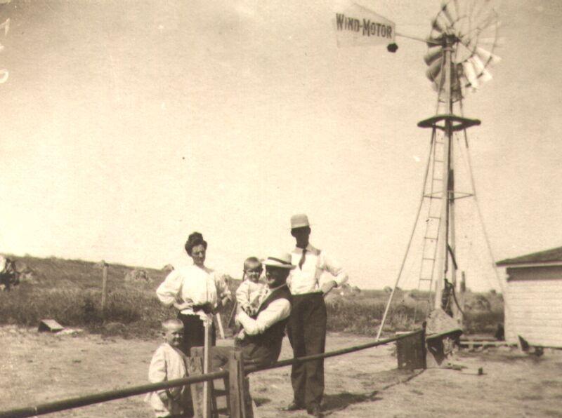 Wind Motor windmill at Mott, North Dakota, circa 1910