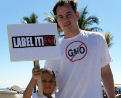 """Label it"" sign and ""No GMO"" T-shirt"