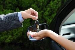give-keys-car-sharing-large