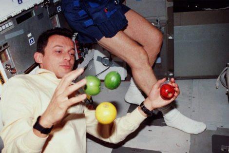 astronaut_fruit