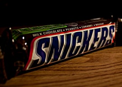 'Ooh, green nutritional information, how healthy this Snickers must be.'