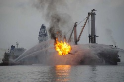 Deepwater Horizon aflame