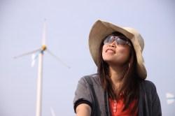 windmill-woman-hat