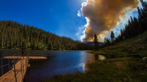 lake-alberta-wildfire