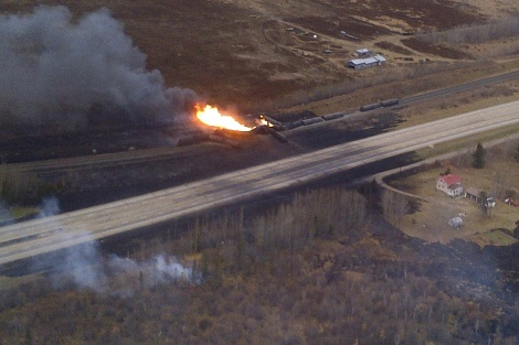 A train derailment in Gainford, Alberta is seen in this aerial photo courtesy of the RCMP and Parkland County, October 19, 2013.