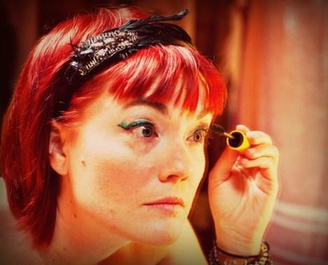 woman-applying-mascara-flickr