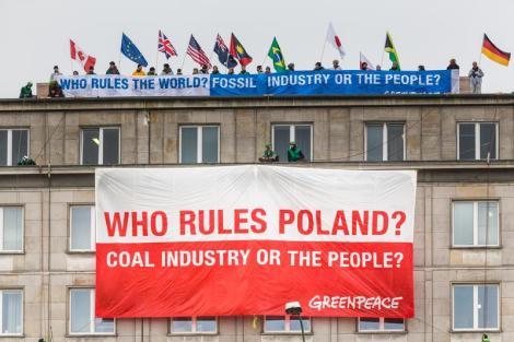 World Coal Summit Protest in Warsaw Protestbanner vor Kohlegipfel in Warschau