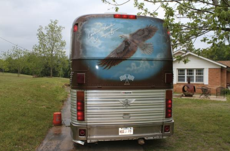 willie-nelson-tour-bus-back