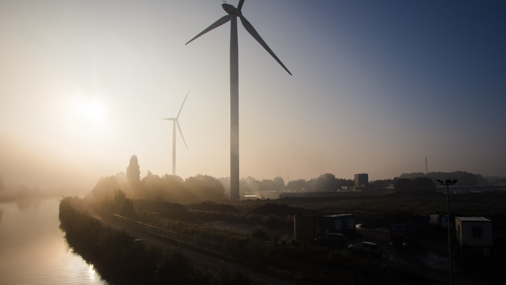 wind turbines with sunrise and fog