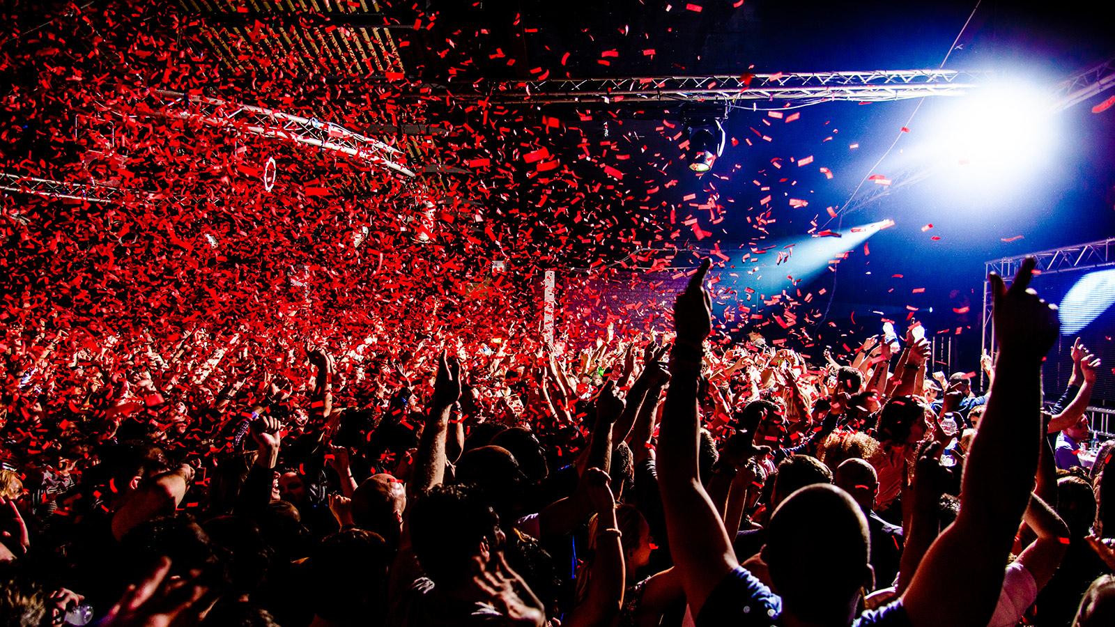 Nightclub confetti party