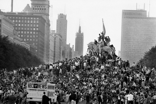 Demonstrators on the fringe of Grant Park during the '68 Democratic National Convention