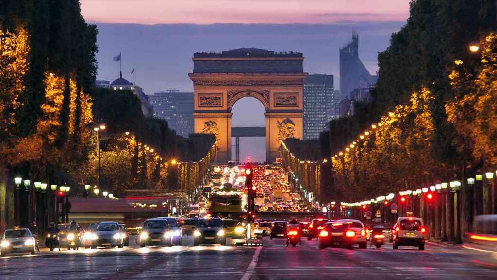 Champs-Élysées, Paris at night