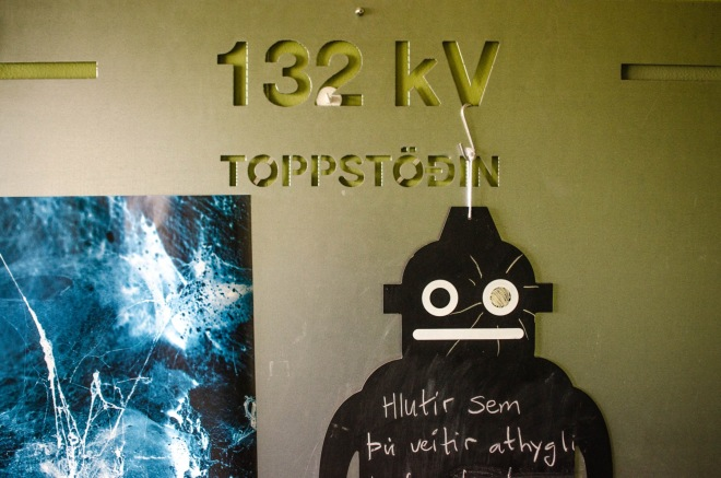 As a functioning power plant, Toppstöðin had 132 kilovolts of electric potential.