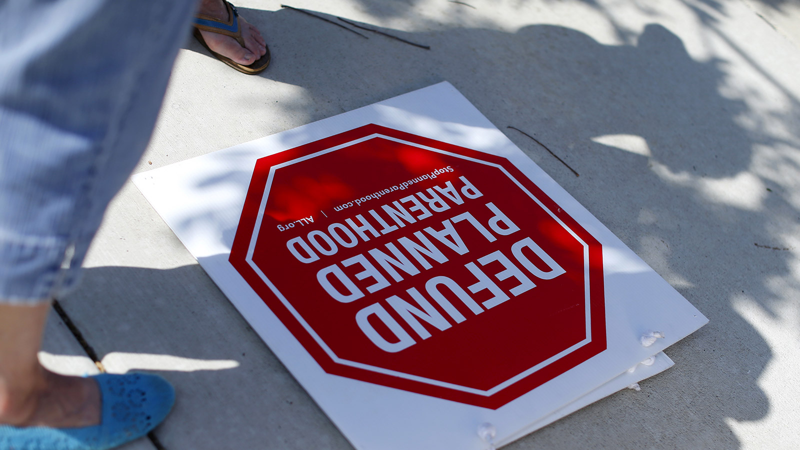 Protesters stand on a sidewalk outside a Planned Parenthood clinic in Vista, California August 3, 2015.