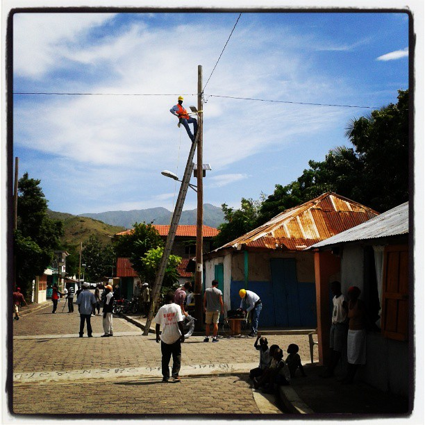 Hanging electrical lines in Les Anglais