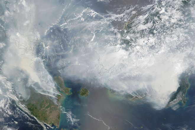 Satellite_image_of_2015_Southeast_Asian_haze_fires
