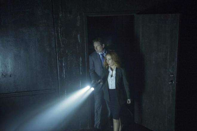 xfiles reboot mulder scully flashlight