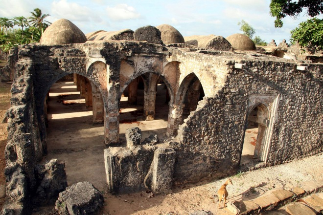A view of the Old Mosque on the island of Kilwa Kisiwani October 30, 2006. While agriculture is the mainstay for more than half of Tanzania's population, tourism grew by 8.2 percent in 2005 and it contributed 17.2 percent to the economy. Picture taken October 30, 2006. To match feature TANZANIA-TOURISM/ISLAND. REUTERS/Stringer (TANZANIA) - RTR1KOYS