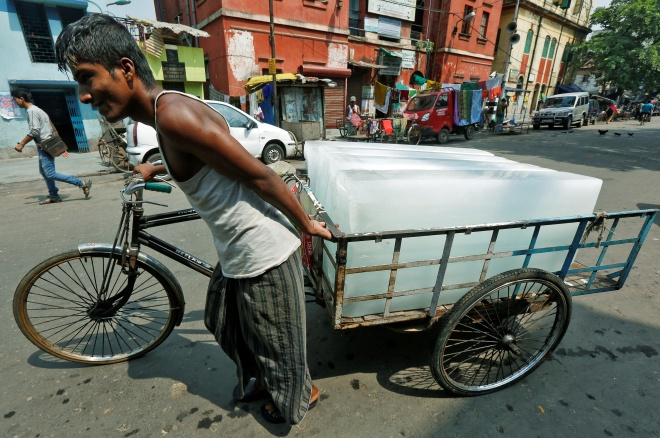 A man transports ice on a tricycle to a local market in Kolkata, India May 24, 2016. REUTERS/Rupak De Chowdhuri - RTSFN63