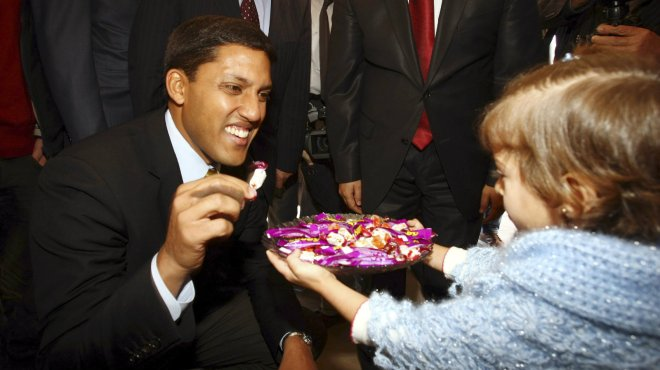 A young Syrian refugee offers candy to Shah