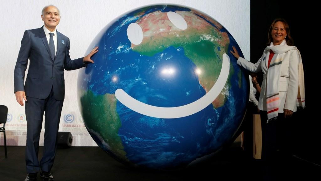 COP22 smiley globe