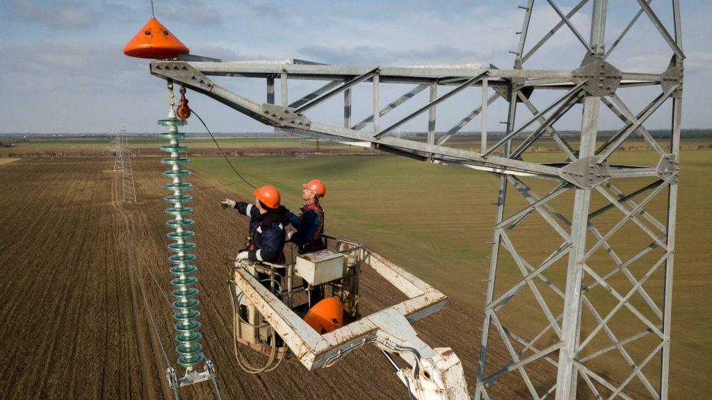 A 330kV high-voltage transmission line under construction in Crimea.
