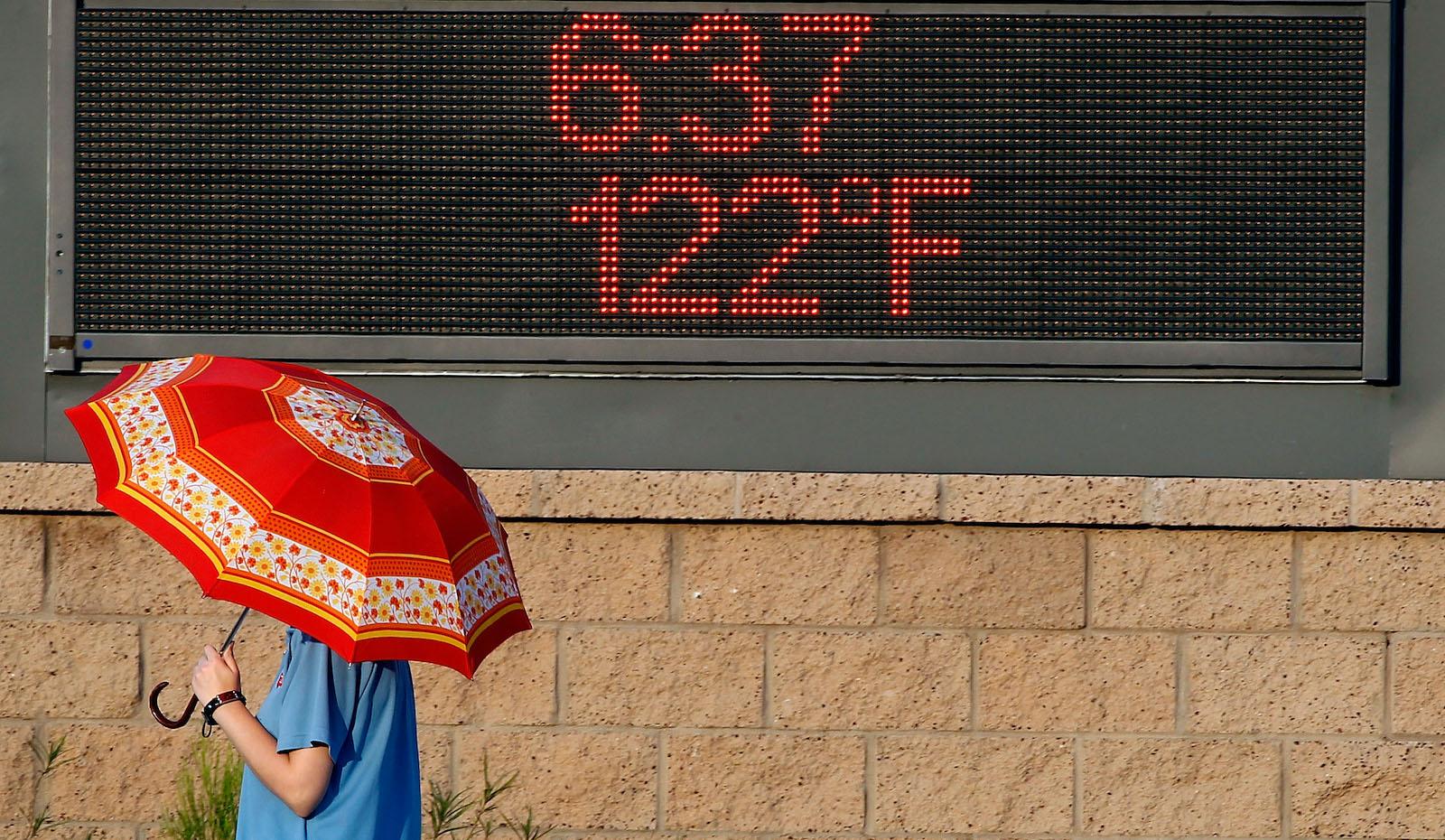 Phoenix Boils In Near-Record Heat Wave