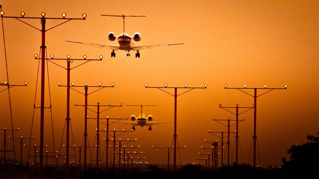 Airplanes arriving at Los Angeles International Airport