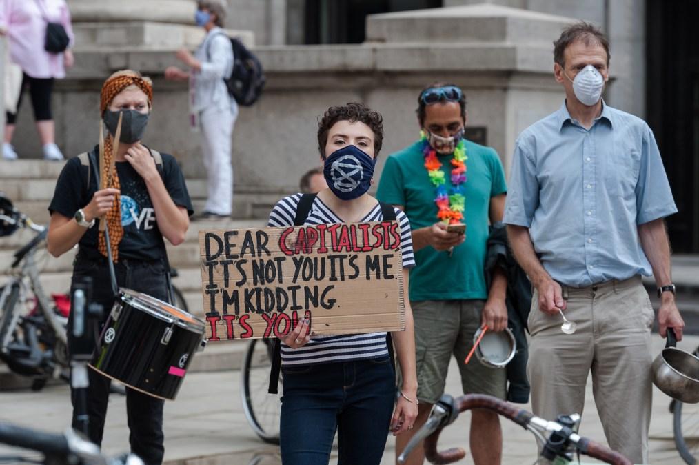 Manifestantes da rebelião da extinção