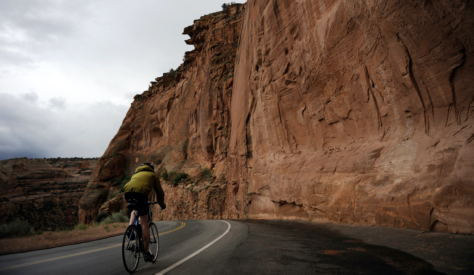 A cyclist riding in rain on Sunday. 2,000 cyclists travel 45 miles loop of Colorado National Monument in Grand Junction. Hyoung Chang/ The Denver Post