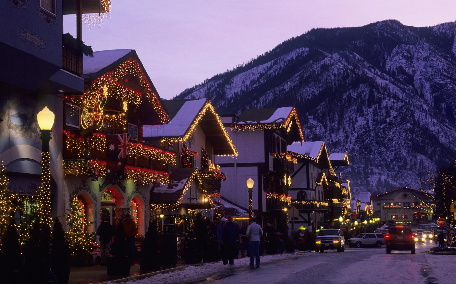 USA, Washington, Leavenworth In Winter, Street Scene With