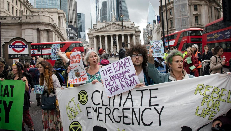 """معترضین به تغییر اوضاع فشار می آورند """"اورژانس آب و هوایی."""""""