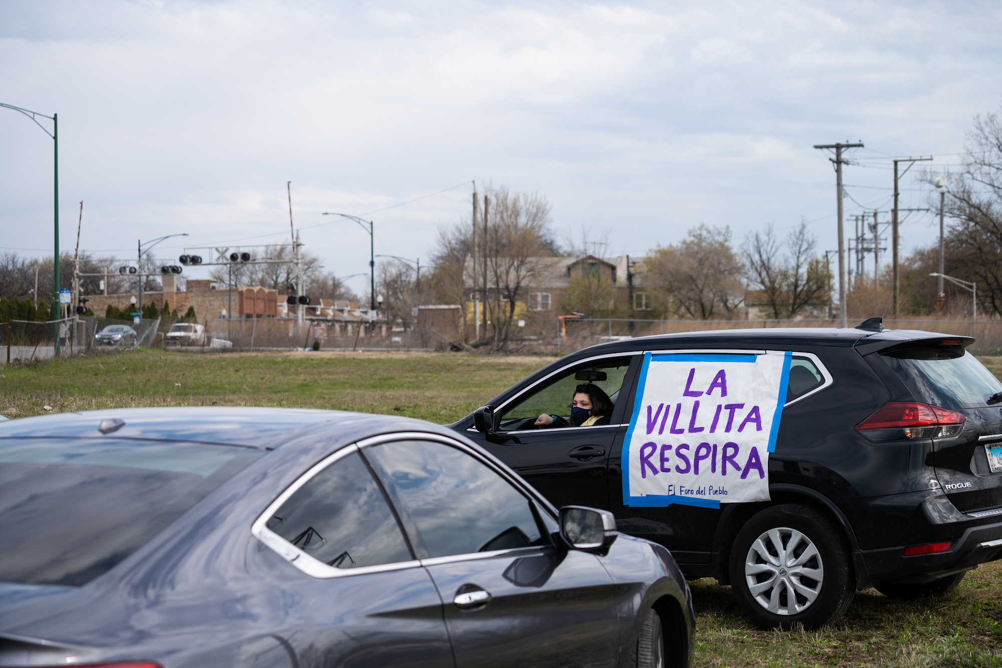 photo of car protest in front of Chicago coal power plant