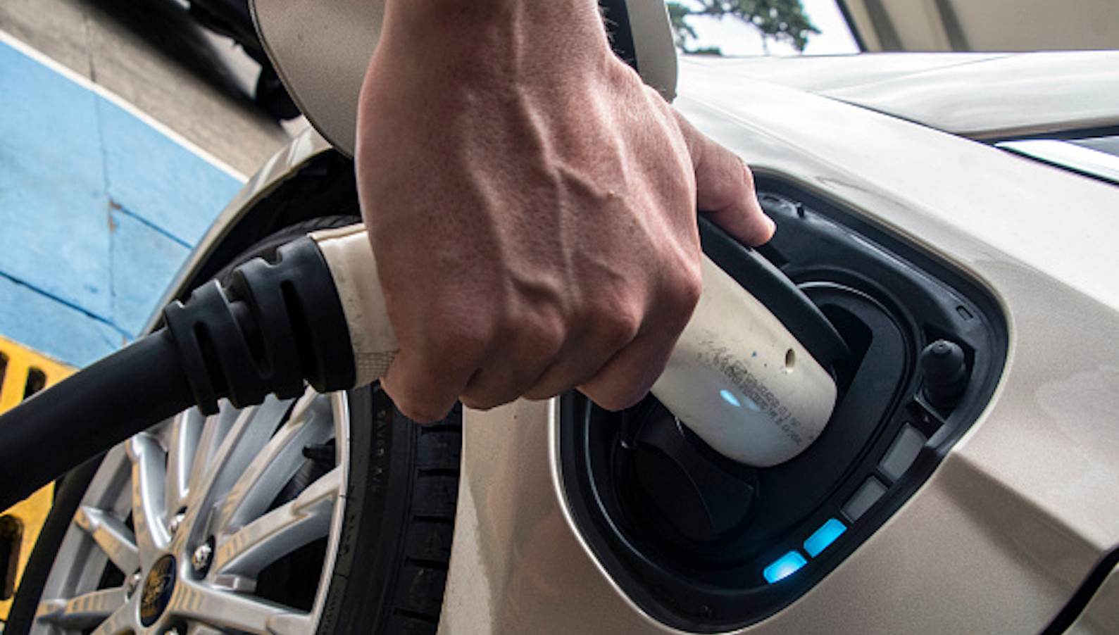 Electric car batteries with 5-minute charging times produced