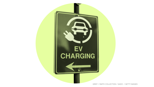 Electric vehicle charging traffic sign