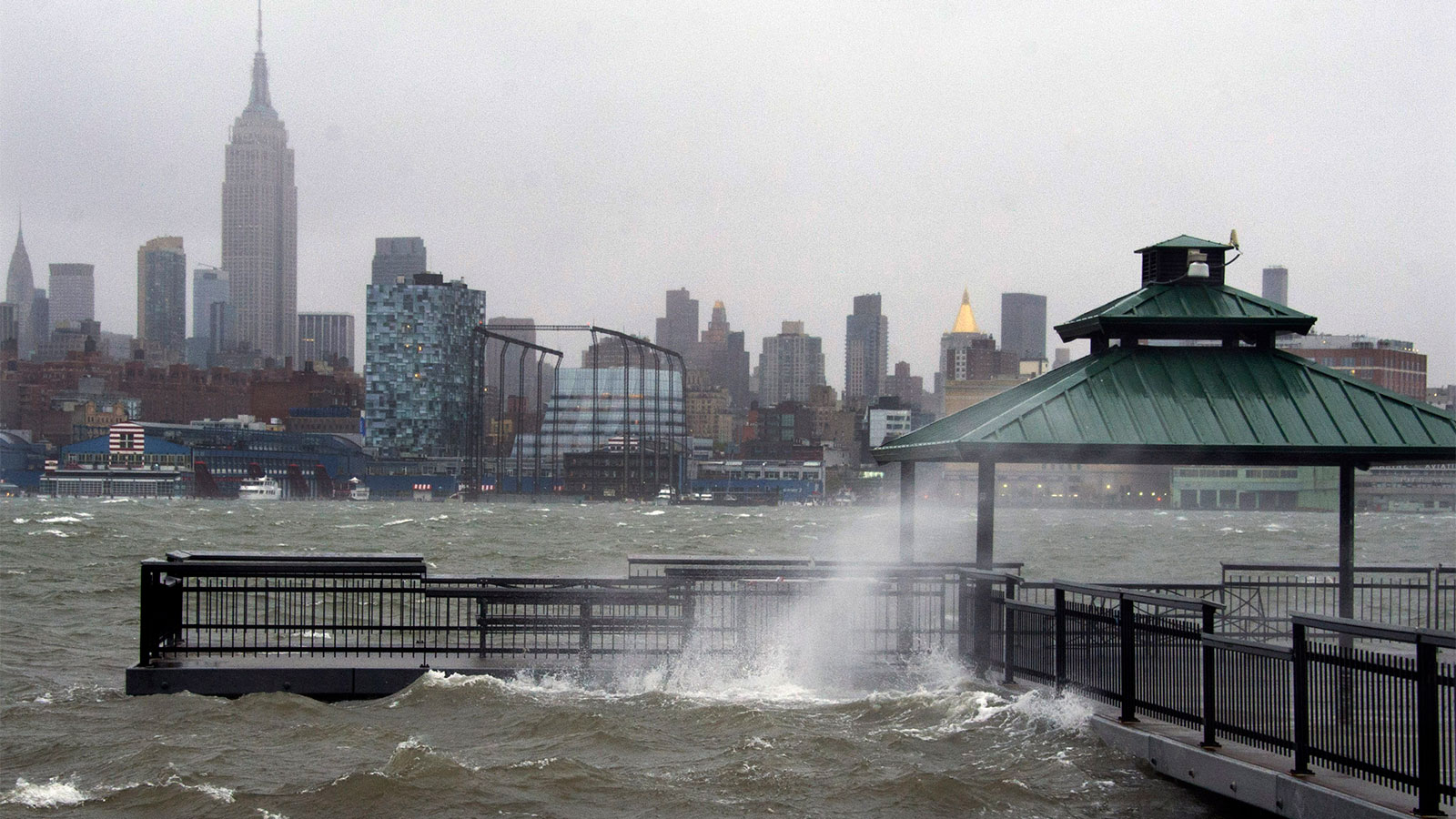 Photograph of the skyline of New York City and the Hudson River as Hurricane Sandy approaches