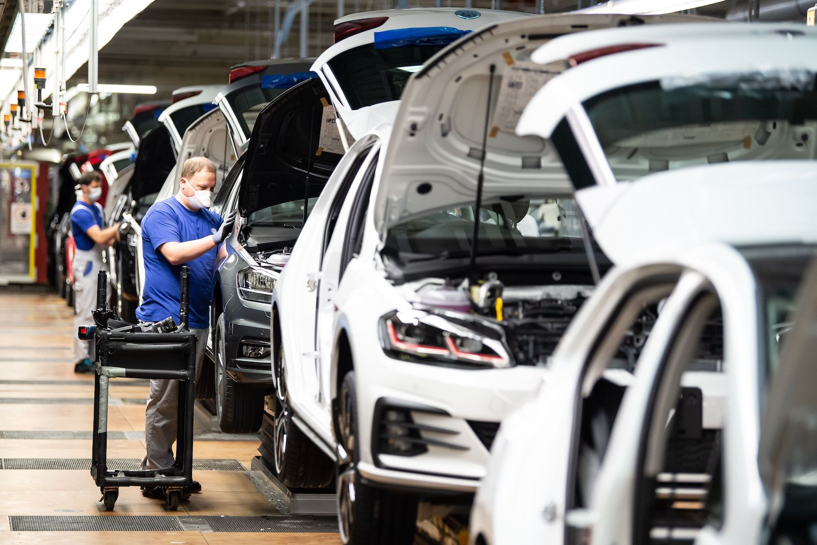 assembly line volkswagen germany covid