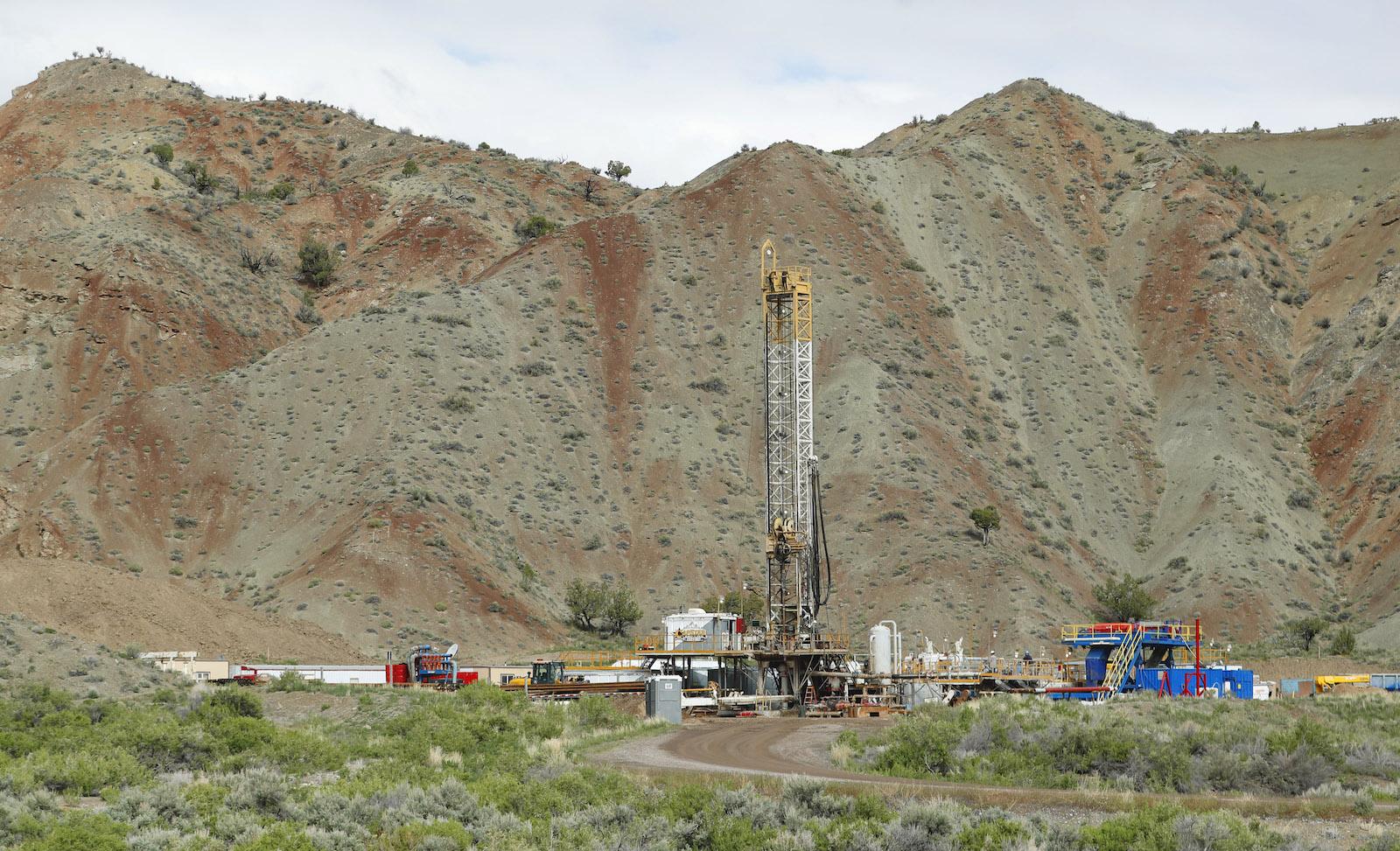 an oil rig near a mountain in Utah