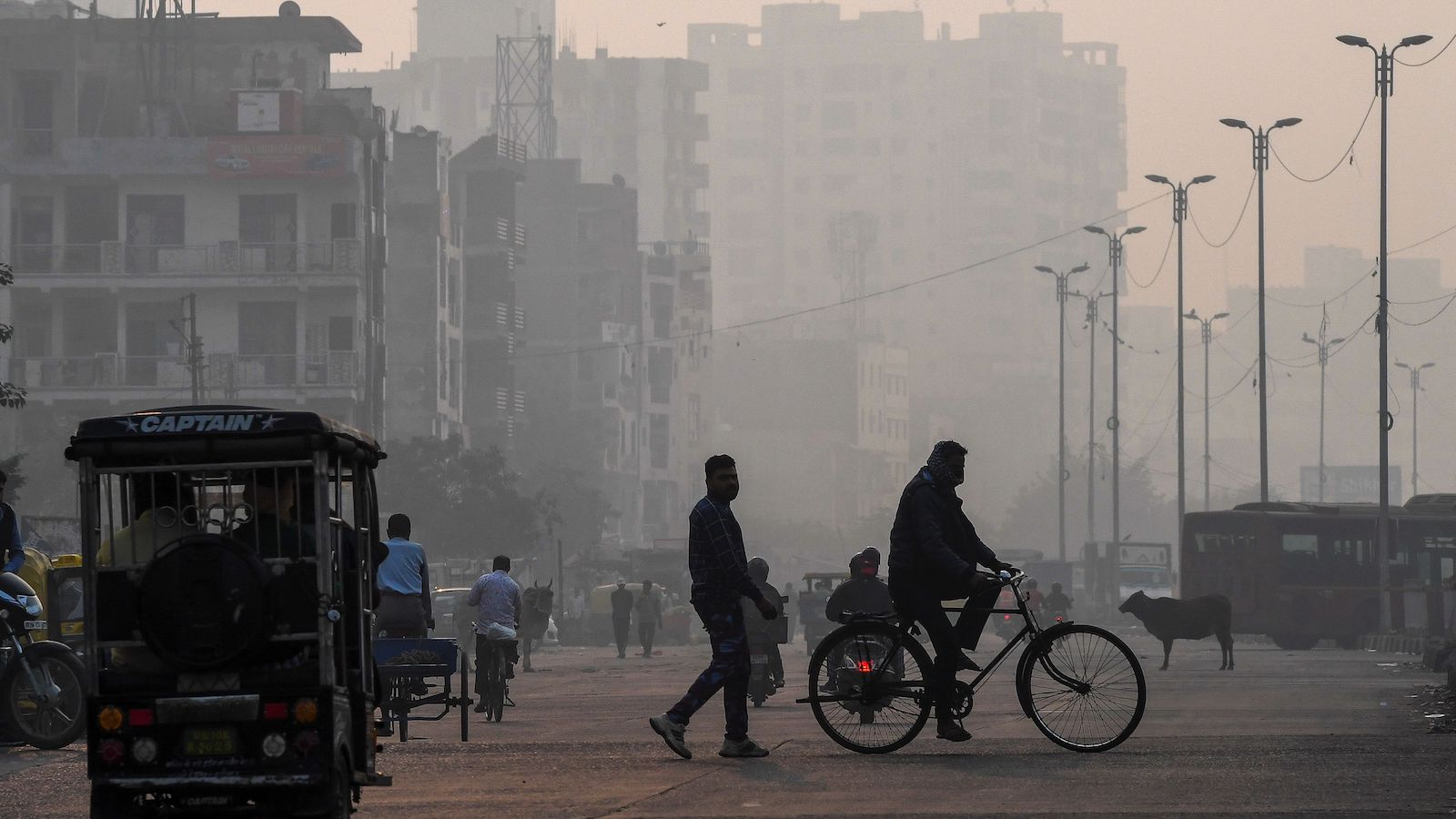 A smoggy street in New Delhi